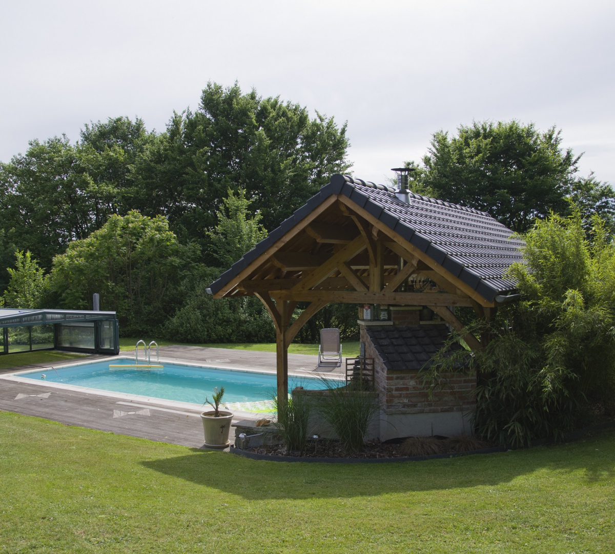 Pool house avec barbecue