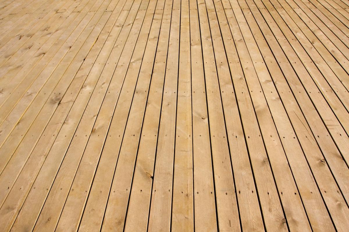 Terrasse Mélange Bois Et Pierre les avantages et les inconvénients d'une terrasse en bois